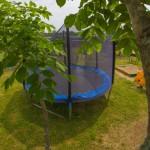 территория детская площадка батут